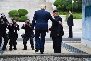 Những bước chân lịch sử của Tổng thống Trump