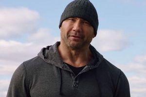 Bỏ hình tượng 'vai u thịt bắp', Dave Bautista hóa gia sư 'cục mịch' trong phim mới