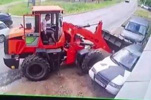 Nằm sửa xe bên đường, người thợ xấu số bị máy kéo đâm tử vong