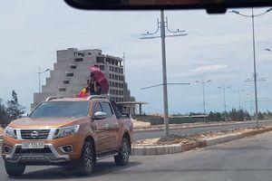 Quảng Bình: Hàng chục xe bán tải tụ tập đua xe trên đường 1 chiều