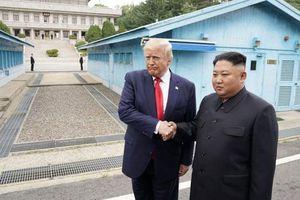 Giây phút lịch sử Tổng thống Mỹ Donald Trump đặt chân lên lãnh thổ Triều Tiên