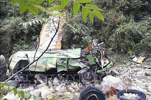 Xe buýt lao xuống vực sâu 150m, ít nhất 31 người thiệt mạng