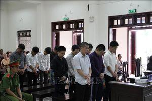 Rượt đuổi 'tình địch' gây chết người, 10 bị cáo lĩnh án 66 năm tù