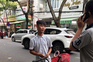 Đà Nẵng: Xử lý đối tượng đánh giày 'chặt chém' khách lên đến 300.000 đồng/đôi