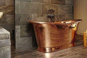 Vợ chồng Hoàng tử Harry chi hơn 6.000 USD mua bồn tắm bằng đồng