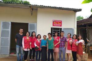 Lạc Sơn, Hòa Bình: Trao nhà Chữ thập đỏ cho 2 hộ đơn thân