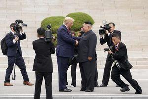 Phút 'vỡ trận' chưa từng có ở biên giới liên Triều khi Trump-Kim gặp nhau