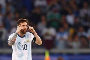 Argentina hãy biến Messi thành... công nhân