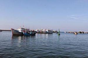 Ngăn chặn nguy cơ tràn dầu sau sự cố chìm tàu tại cảng Phú Quý, Bình Thuận