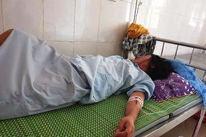 Vụ trẻ sơ sinh bị kéo đứt cổ: Tạm đình chỉ 2 nữ hộ sinh