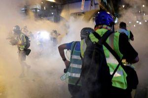 Cảnh sát Hồng Kông bắn hơi cay, đám đông biểu tình rút lui khỏi nghị viện