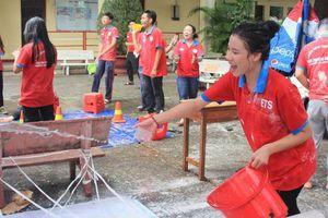 Chờ điểm thi THPT quốc gia, thí sinh đi làm thêm, tham gia hoạt động xã hội