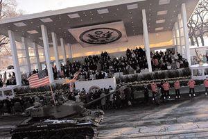 Mỹ thay đổi, tổ chức diễu binh dịp quốc khánh