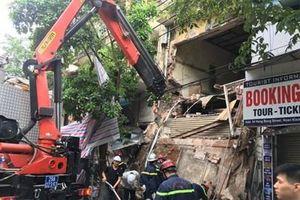Nhà 2 tầng phố Hàng Bông đang thi công bất ngờ đổ sập