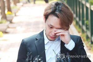 Park Yoochun khóc khi được ra tù, hưởng án treo vì bê bối ma túy