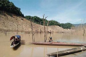 Nghệ An: Hồ thủy điện lớn bậc nhất Bắc Miền Trung cạn trơ đáy, hoang tàn như 'vùng đất chết'