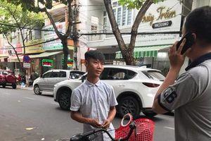 Đà Nẵng: Bắt thanh niên đánh giày 'chặt chém' du khách hơn 300.000 đồng
