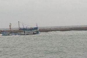 Tàu chở 71 tấn dầu chìm ở vùng biển đảo Phú Quý