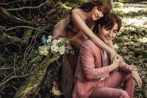 Ca sĩ Thu Thủy và hôn phu kém tuổi tung bộ ảnh cưới lung linh