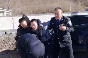 Hận đời, tài xế lao xe vào 26 em nhỏ trước cổng trường ở Trung Quốc