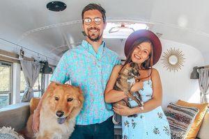 Cặp vợ chồng bỏ việc, cùng chó cưng du lịch khắp nơi trên xe buýt