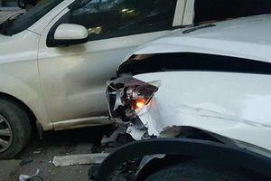 Hãi hùng CX5 hóa 'xe điên', tông loạt xe máy khi băng qua đường