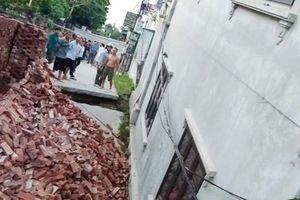 Hà Nội: Lại xuất hiện 'hố tử thần', nhiều ngôi nhà bị sụt lún, nứt toác