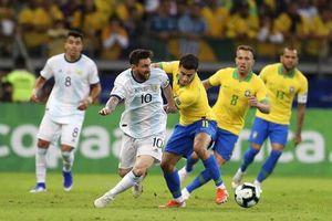 Messi bất lực, Argentina thua thảm 0-2 trước Brazil!