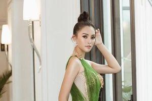 Tiểu Vy diện đầm công chúa trở thành đại sứ du lịch của Quảng Bình
