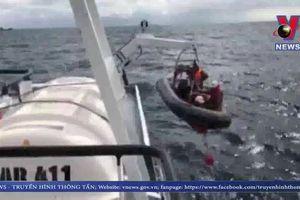 7 ngư dân sống sót sau vụ chìm tàu đoàn tụ với gia đình