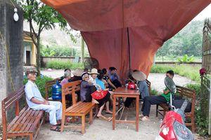 Tiền đền bù không đủ mua chỗ ở mới, dân Sóc Sơn lại chặn xe vào bãi rác Nam Sơn