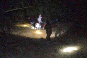 Một người dân bị cuốn trôi khi cố đi qua cầu tràn lúc bão số 2 tràn về