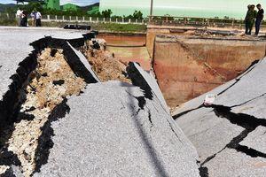 Cầu Yên Hòa ở Thanh Hóa bị xé toạc sau mưa bão số 2