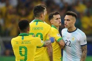 Coutinho bị cầu thủ Argentina tát trong đường hầm