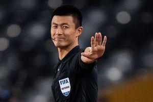 Fan Trung Quốc được hoàn tiền vé vì quyết định của trọng tài Fu Ming