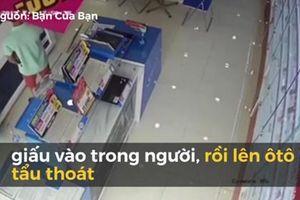 Người đàn ông đi ô tô thản nhiên vào cửa hàng trộm laptop