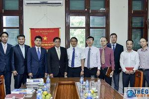 Đoàn Vụ Báo chí Lào thăm, làm việc với Báo Thế giới & Việt Nam
