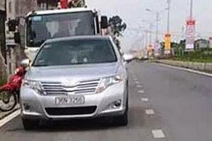 Giám đốc doanh nghiệp dí súng vào đầu tài xế xe cẩu sau va chạm giao thông