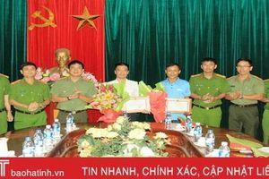 Giám đốc Công an Hà Tĩnh khen thưởng 3 tập thể tham gia chữa cháy rừng ở Nghi Xuân