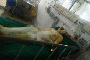 Nam Định: Con trai đổ xăng lên người 2 bố con tự thiêu