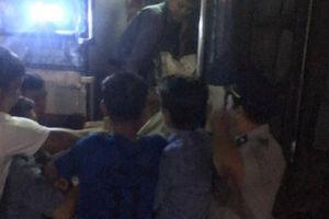 Nhân viên tàu SE10 thành 'ông đỡ', giúp hành khách sinh con trên tàu