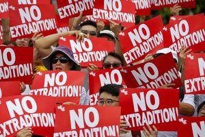 Vấn đề Hong Kong gây căng thẳng ngoại giao giữa Anh và Trung Quốc
