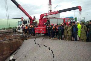 Sụt mố cầu kinh hoàng sau bão số 2 ở Thanh Hóa, cặp vợ chồng tử vong thương tâm, 3 người bị thương