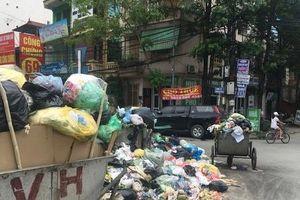 Hà Nội những ngày tắc rác: Nơi ngập ngụa, nơi sạch sẽ đến khó tin