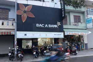 Nghi án thanh niên cầm vật giống súng cướp ngân hàng ở Sài Gòn