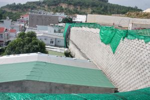 Sơ tán 11 gia đình, tháo dỡ 'bức tường khủng' ở Khu biệt thự Marina Hill Nha Trang