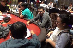 Đột kích sòng bạc Poker 'khủng', bắt hàng chục dân chơi đang say sưa sát phạt