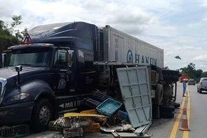 Xe tải, xe khách, container đâm liên hoàn trên cao tốc Hà Nội - Lào Cai, nhiều người bị thương nặng