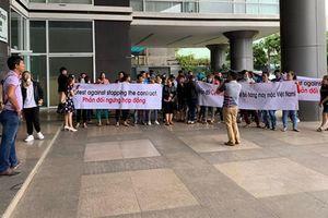 Big C hứa nhập lại hàng may mặc Việt: Chữa cháy?