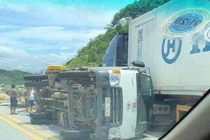Ba ô tô tông nhau liên hoàn trên cao tốc Hà Nội - Lào Cai, ít nhất 3 người bị thương